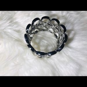 unbranded Jewelry - ❤️Silver twisted women's bracelet❤️